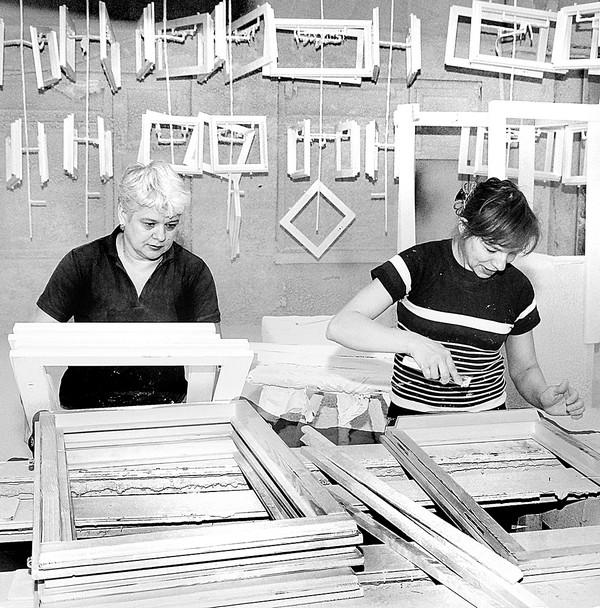 Завод - основа ЖБК.  Железобетонные конструкции более трех тысяч наименований, окна, двери, столярные и кованые...